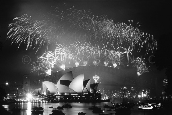 Sydney_New_Year_-Eve_Fireworks_2006_2007_019.jpg
