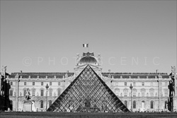 Paris_Le_Louvre_black_and_white_photos_001.jpg