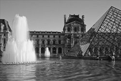 Paris_Le_Louvre_black_and_white_photos_007.jpg