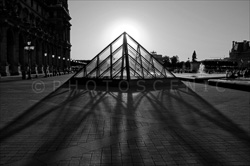 Paris_Le_Louvre_black_and_white_photos_010.jpg