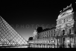 Paris_Le_Louvre_black_and_white_photos_014.jpg