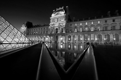Paris_Le_Louvre_black_and_white_photos_016.jpg