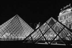Paris_Le_Louvre_black_and_white_photos_018.jpg