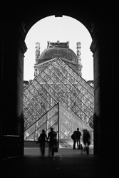 Paris_Le_Louvre_black_and_white_photos_021.jpg