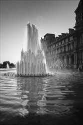 Paris_Le_Louvre_black_and_white_photos_025.jpg