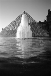 Paris_Le_Louvre_black_and_white_photos_026.jpg