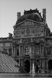 Paris_Le_Louvre_black_and_white_photos_028.jpg