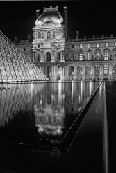 Paris_Le_Louvre_black_and_white_photos_030.jpg