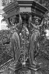 Paris_Statues_and_Sculptures_Black_and_White_Photos_011.jpg