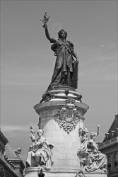 Paris_Statues_and_Sculptures_Black_and_White_Photos_023.jpg