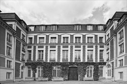 Paris_Streets_and_Buildings_Black_and_White_Photo_002.jpg