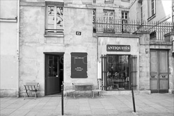 Paris_Streets_and_Buildings_Black_and_White_Photo_004.jpg