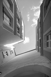 Paris_Streets_and_Buildings_Black_and_White_Photo_010.jpg