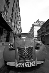 Paris_Streets_and_Buildings_Black_and_White_Photo_011.jpg