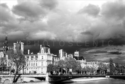 Paris_Streets_and_Buildings_Black_and_White_Photo_017.jpg