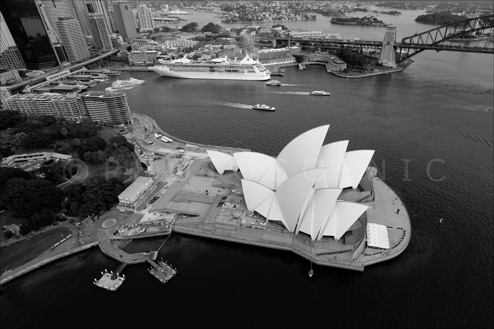 Sydney_from_helicopter_bw_028.jpg