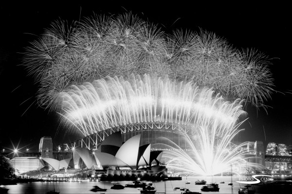 Sydney_New_Year_-Eve_Fireworks_2002_2003_001.jpg