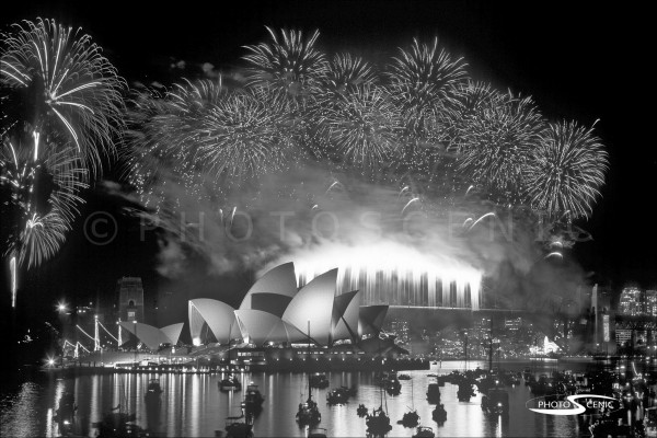 Sydney_New_Year_-Eve_Fireworks_2004_2005_009.jpg